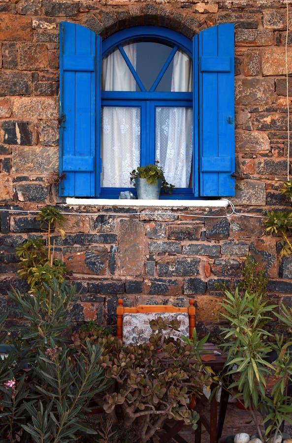 Blaues Fenster der Weinlese, Griechenland. stockfotos