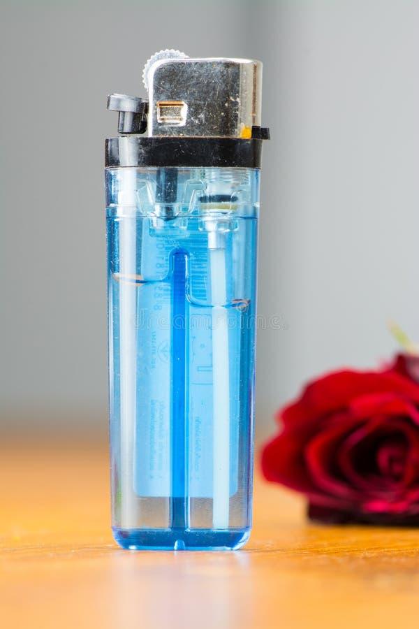 Blaues Feuerzeug stockbild