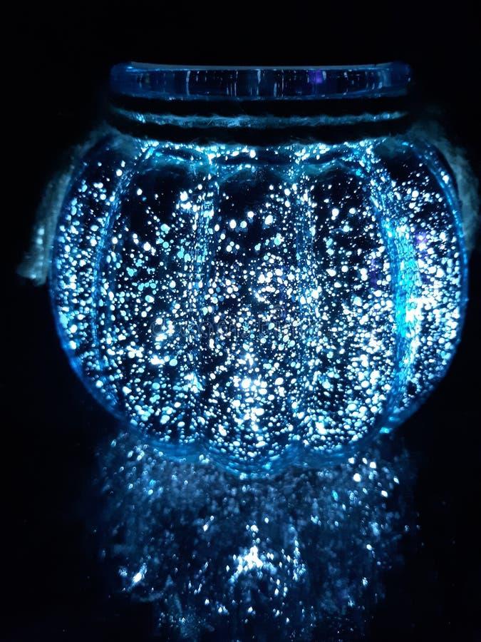 Blaues Kristallsolarglas stockbild