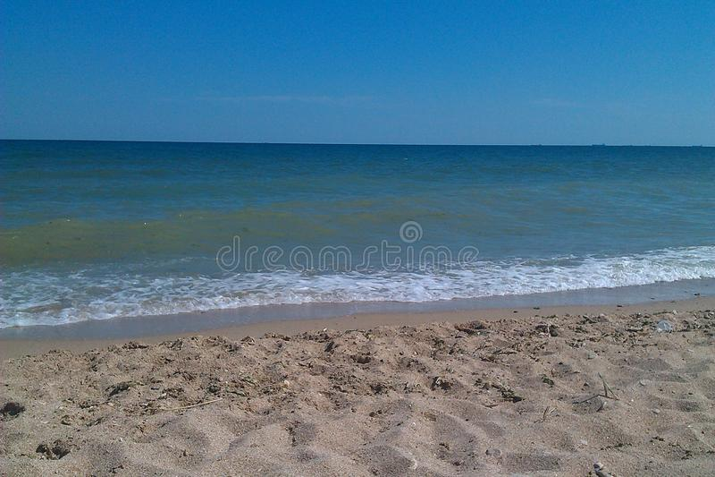 Blaues Meer, blauer Himmel lizenzfreies stockbild