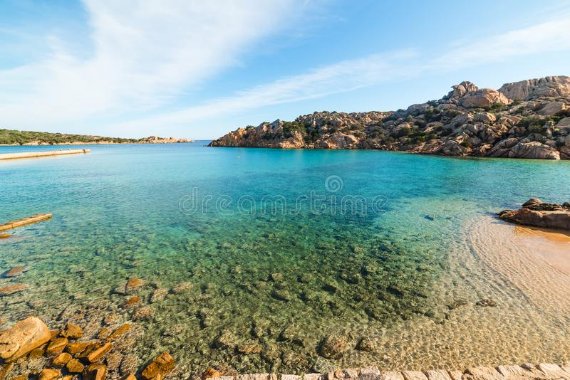 Blaues Meer in Spalmatore-Strand im La Maddalena stockfoto