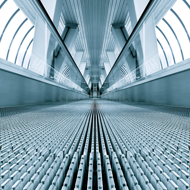 Blaues modernes escalatorr stockfoto