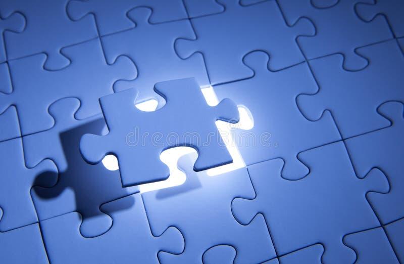 Blaues Puzzle Gesch?ftsl?sungen, Probleme, Wissenschaftstechnologie und Teamentwicklungskonzept l?send stockfoto