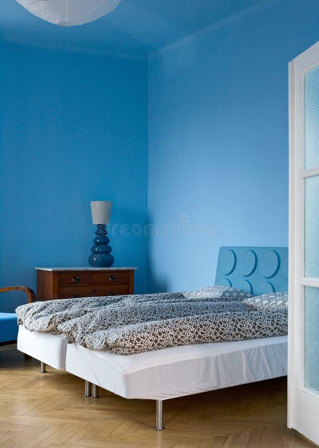 Blaues Schlafzimmer lizenzfreie stockbilder