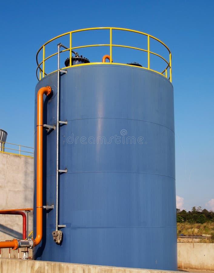 Blaues Speicherungbecken stockfoto