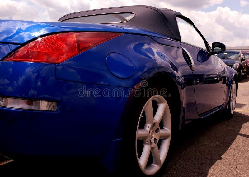 Blaues Sportscar von der Rückseite lizenzfreie stockfotografie