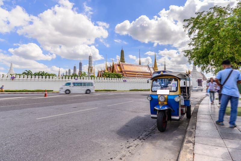 Blaues Tuk Tuk, thailändisches traditionelles Taxi in Bangkok Thailand lizenzfreies stockfoto