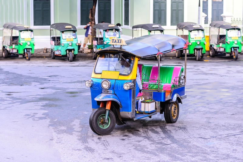 Blaues Tuk Tuk, thailändisches traditionelles Taxi in Bangkok Thailand lizenzfreies stockbild