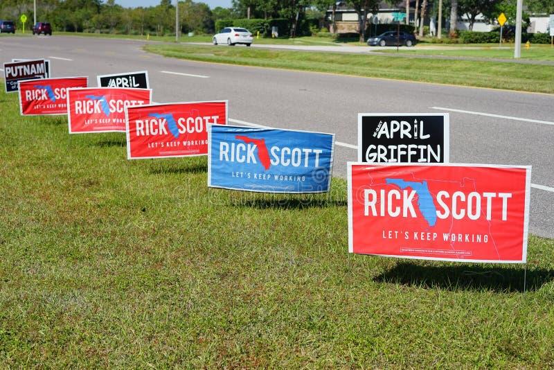 Blaues und rotes Wahlabstimmungszeichen, das für Rick Scott für Florida-Gouverneur wählt lizenzfreie stockfotografie