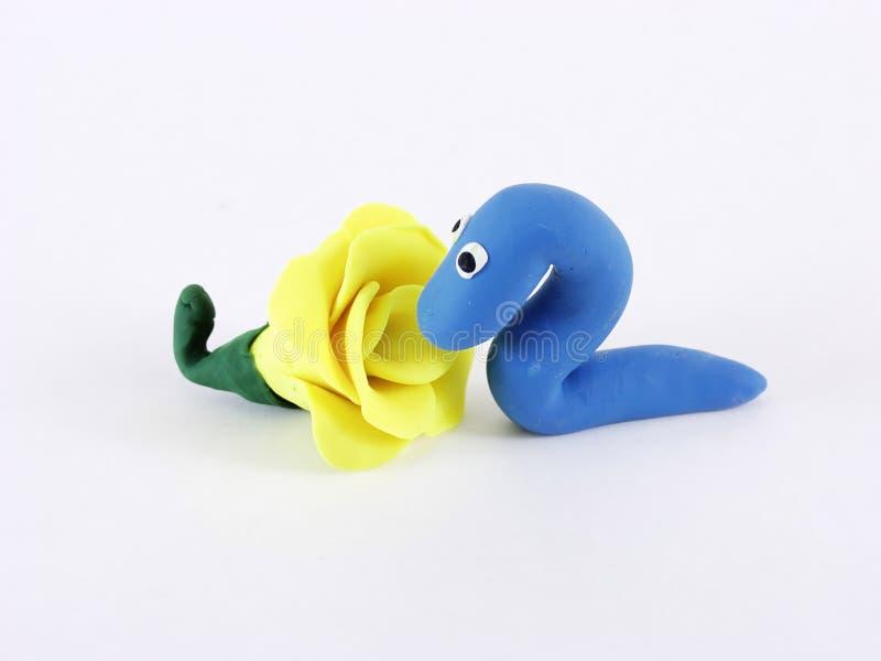 Blaues Werm mit gelber Blume lizenzfreies stockfoto