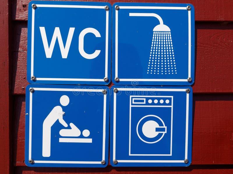 Blaues Zeichen des WC-Duschwaschmaschinenbabys der öffentlichen Toiletten lizenzfreies stockfoto