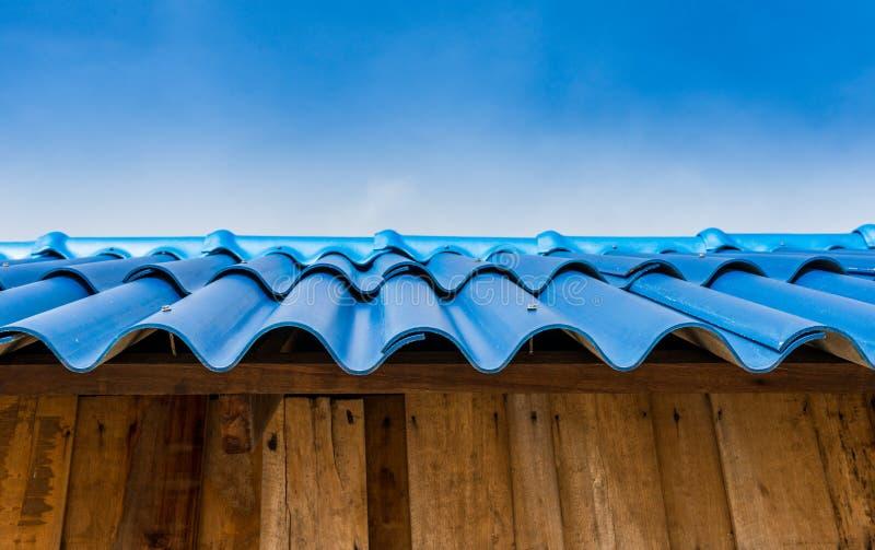 Blaues Ziegeldach stockfotos