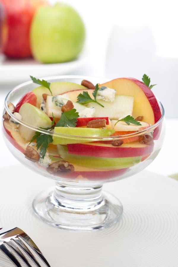 Blauschimmelkäse-Pekannuss-Apple-Salat stockbilder