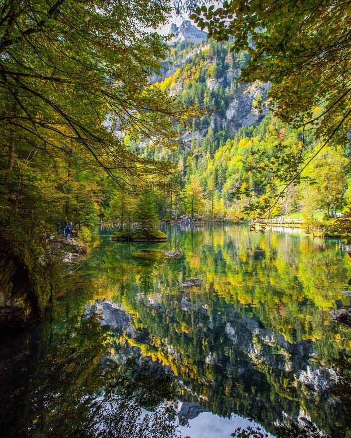 Blausee, Швейцария в осени II стоковые изображения
