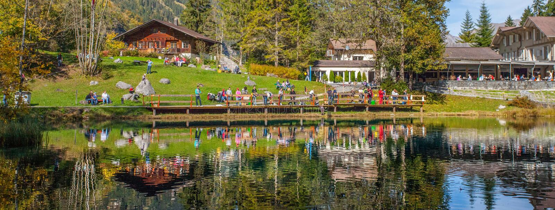 Blausee, Switerland - Groep Vissers royalty-vrije stock foto's