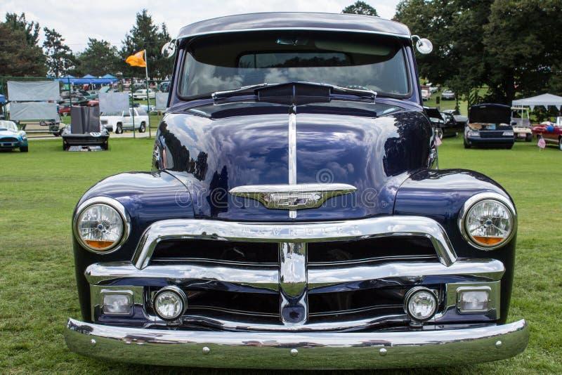 Blauw 1954 Chevy 3100 Vrachtwagen stock fotografie