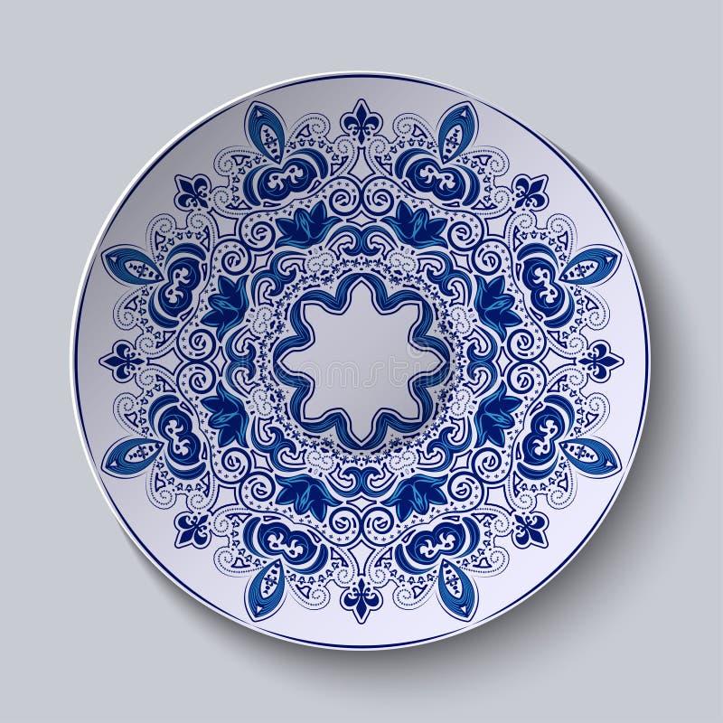 Blauw decoratief ornament Het patroon wordt toegepast op een ceramische plaat stock fotografie