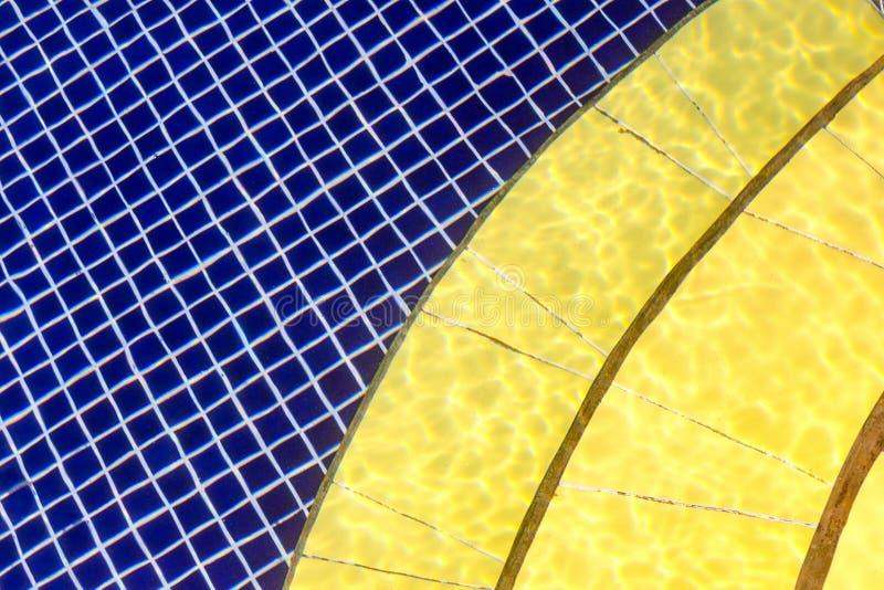 Blauw en geel patroon met verschillende meetkunde - cel en halve cirkel royalty-vrije stock foto's