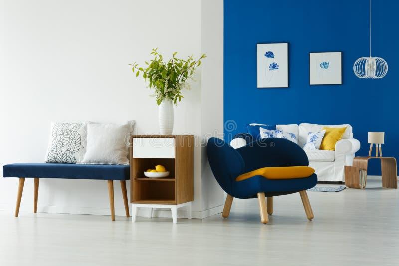 Blauw en wit binnenland royalty-vrije stock afbeeldingen