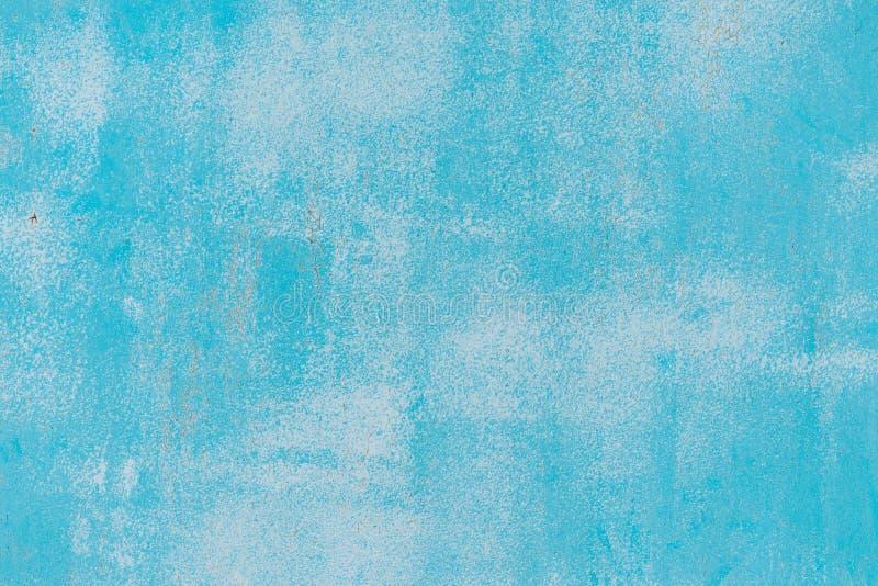 Blauw en wit oud gebarsten verfpatroon op muur E Patroon van rustiek blauw grungemateriaal Beschadigde Verf stock foto