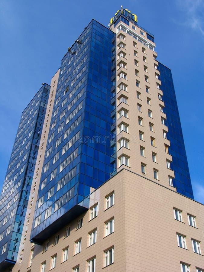 Blauw flatgebouw stock foto