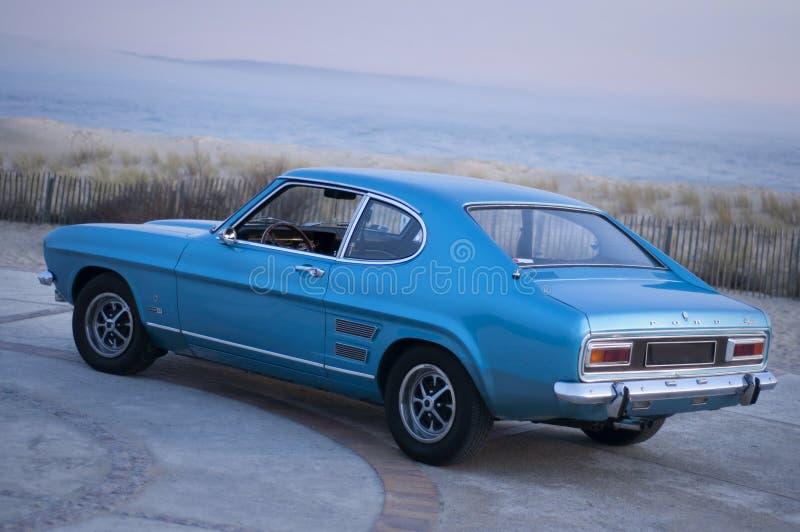 Blauw Ford Mustang 2300 GT op de overzeese voorzijde in Frankrijk, geen platen royalty-vrije stock afbeelding
