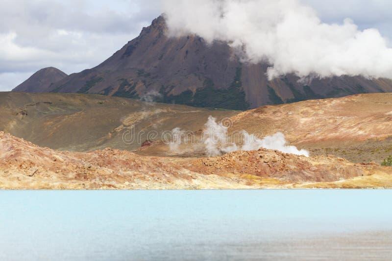 Blauw geothermisch meer in IJsland royalty-vrije stock afbeeldingen