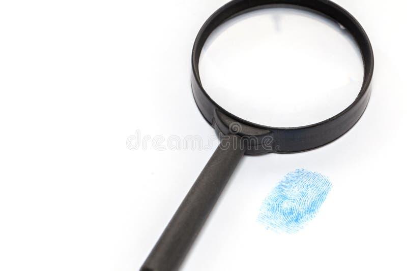 Blauw handschoen en vergrootglas royalty-vrije stock afbeelding