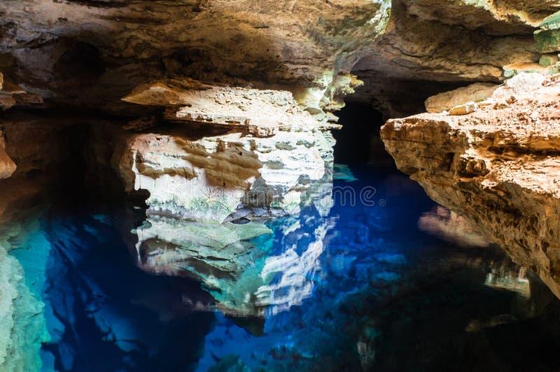 Blauw hol met water royalty-vrije stock fotografie