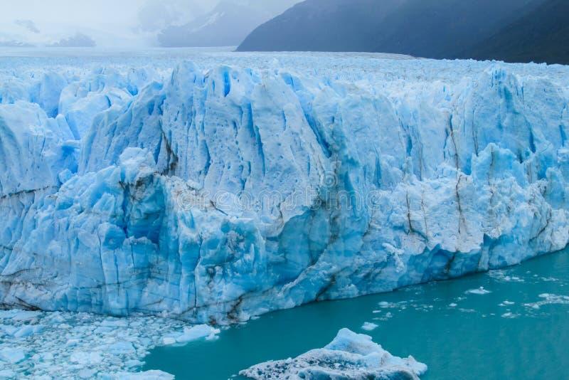 Blauw ijs glaciar Perito Moreno in Patagonië stock foto's