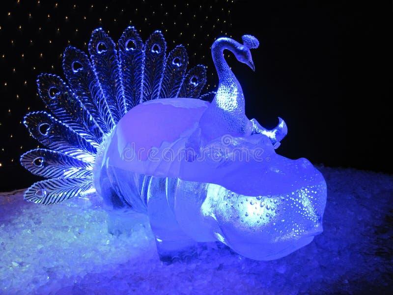 Blauw ijsbeeldhouwwerk stock afbeeldingen