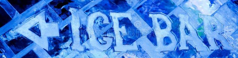 Blauw ijsbeeldhouwwerk met de bar en de pijl van het tekstijs stock foto's