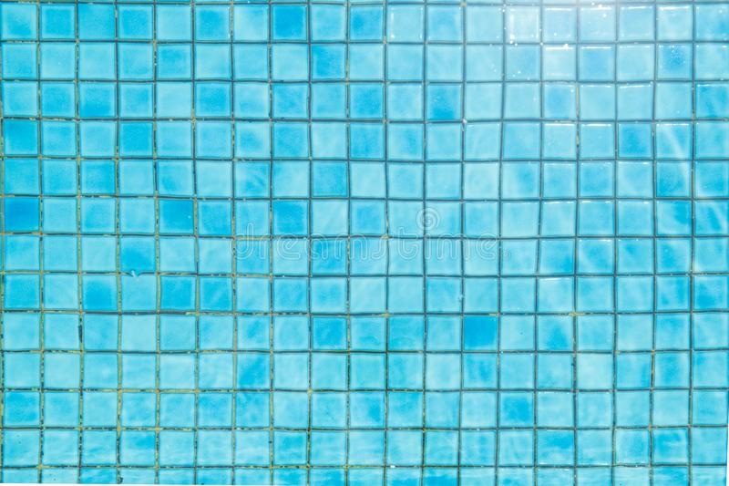 Blauw keramische tegelmozaïek in zwembad - naadloze textuur royalty-vrije stock afbeeldingen