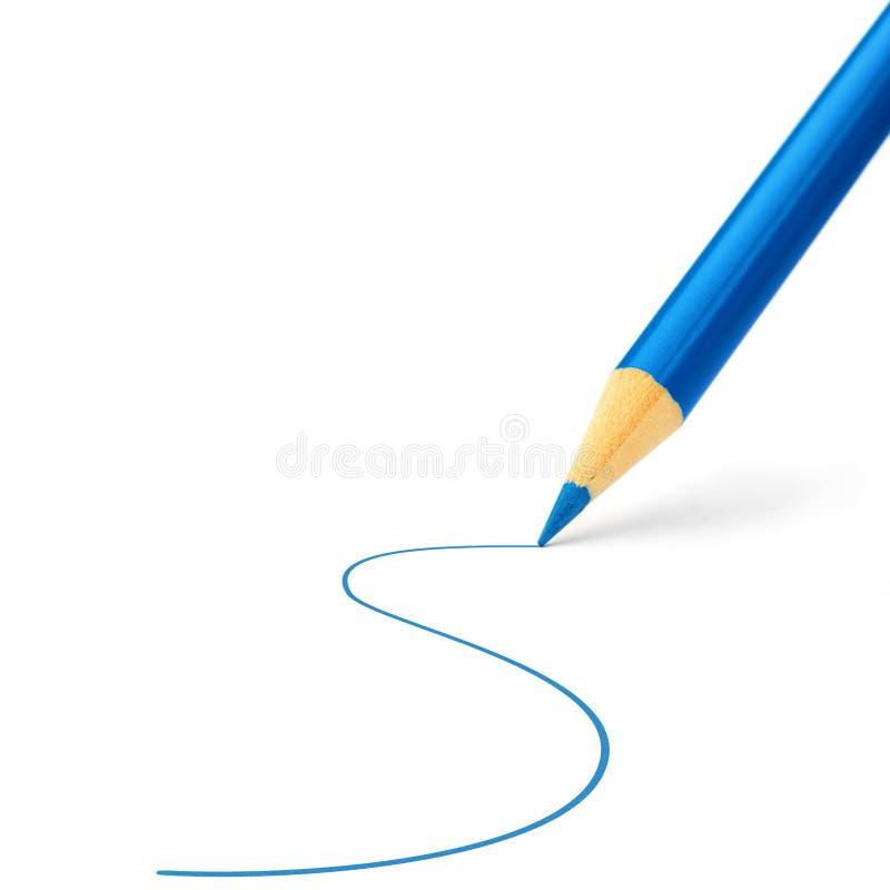 Blauw kleurenpotlood dat een lijn trekt stock foto's