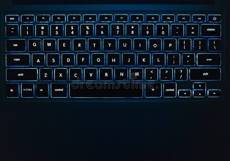 Blauw licht Toetsenbord bij Nacht stock afbeeldingen