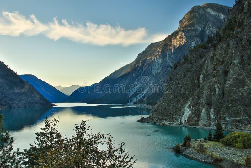 Blauw Lilooet-meer in Brits Colombia, Canada royalty-vrije stock fotografie