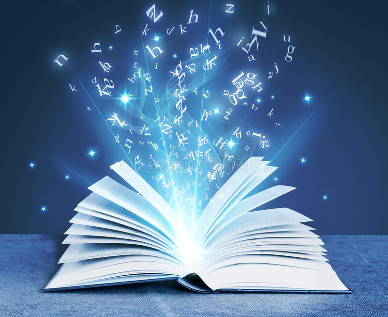 Blauw magisch boek royalty-vrije stock afbeeldingen