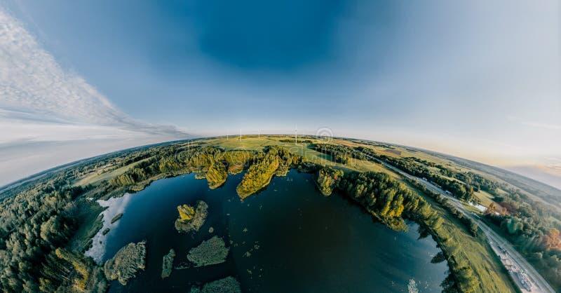 Blauw Meer Groen gebied en bosaard in Litouwen stock afbeeldingen