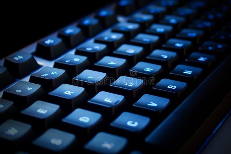 Blauw neonToetsenbord stock afbeeldingen