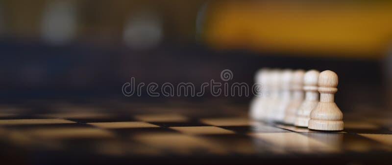 Blauw paasei op donkere achtergrond royalty-vrije stock foto