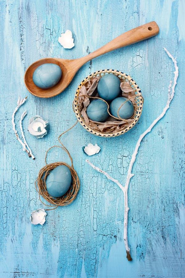 Blauw paaseierenstilleven stock fotografie