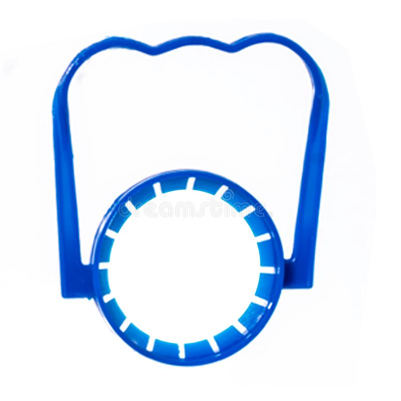 Blauw plastic die flessenhandvat op wit wordt geïsoleerd royalty-vrije stock foto's