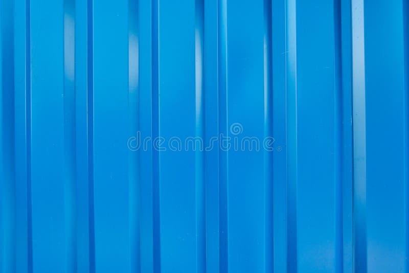 Blauw in reliëf gemaakt gevormd metaalblad stock fotografie
