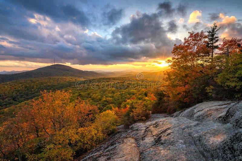 Blauw Ridge Mountains, de herfst toneelzonsondergang stock foto's