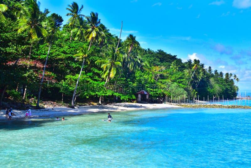 Blauw strand in Samal, Filippijnen stock fotografie
