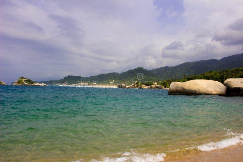 Blauw strand in Tayrona De Caraïbische Kust van Colombia royalty-vrije stock foto's