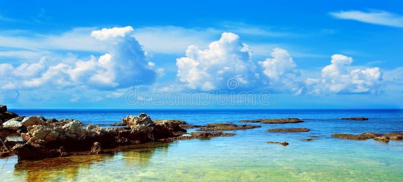 Blauw strandlandschap royalty-vrije stock afbeelding