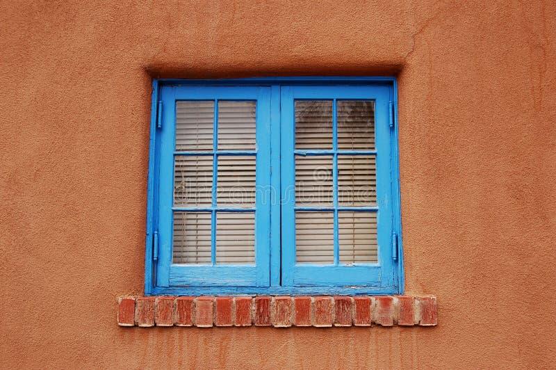 Blauw Venster in Adobe royalty-vrije stock fotografie