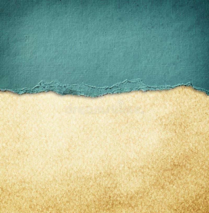 Blauw wijnoogst gescheurd document over grungedocument textuur. royalty-vrije stock afbeelding