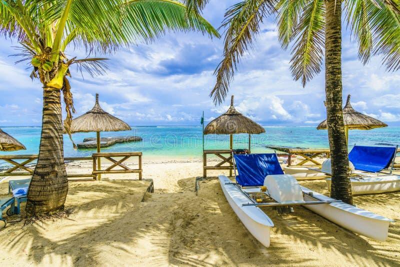 Blauwe Baai, openbaar strand bij het eiland van Mauritius, Afrika stock foto
